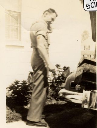 1946 Dad studies his car